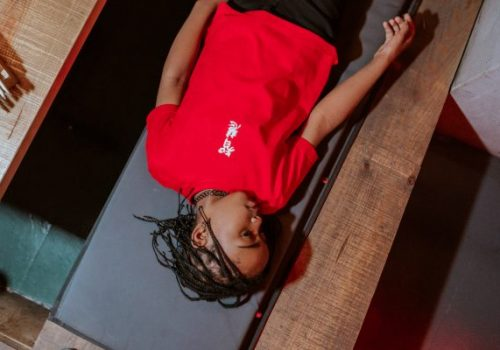 Atari_Baby__inscription_t-shirt-red-kid-lay-down